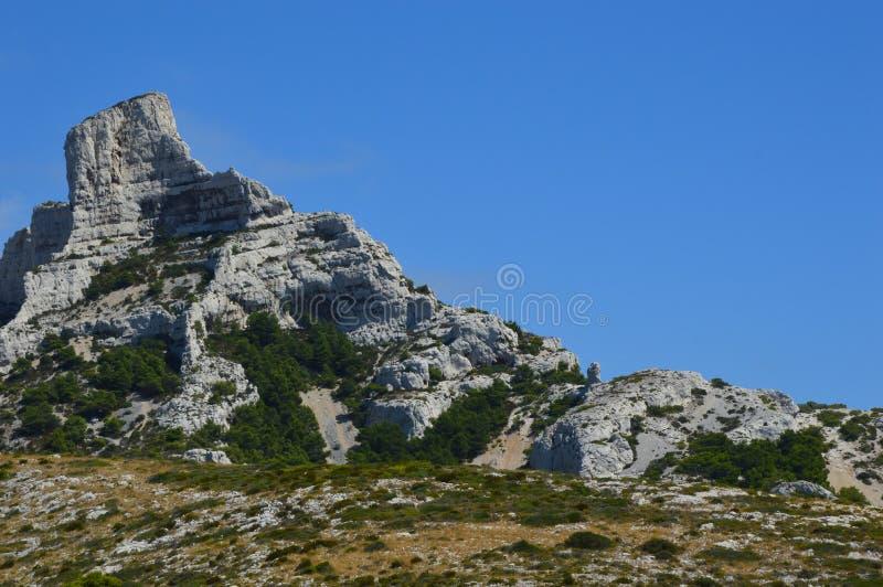 Сигнал на горах вокруг марселя стоковые фото