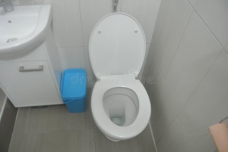 Сиденье унитаза в ванной комнате стоковое фото