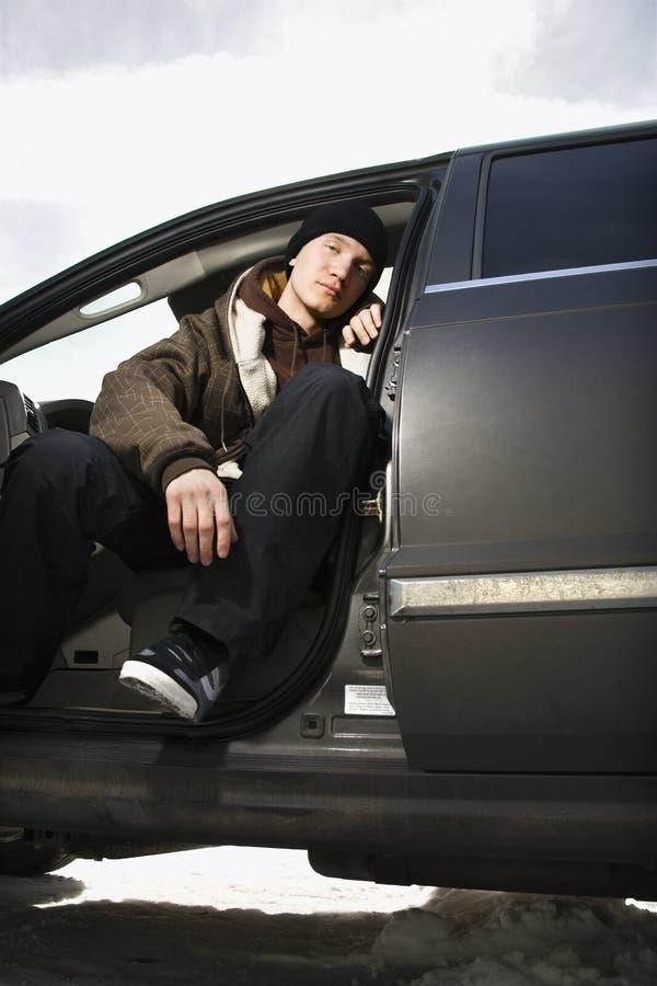 сидеть автомобиля предназначенный для подростков стоковое изображение