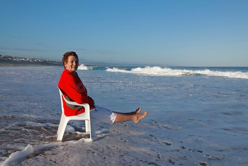 Сидеть в волнах! стоковая фотография rf