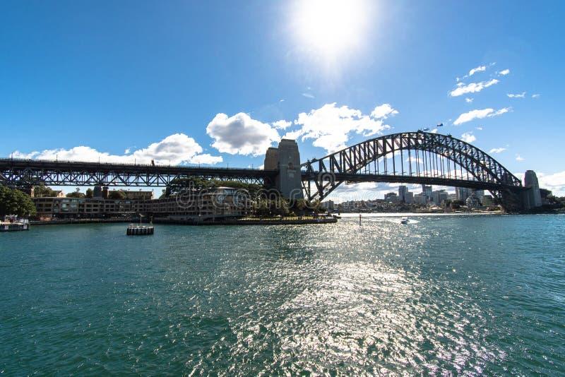 Сидней - взгляд моста гавани от воды в течение дня стоковое фото rf