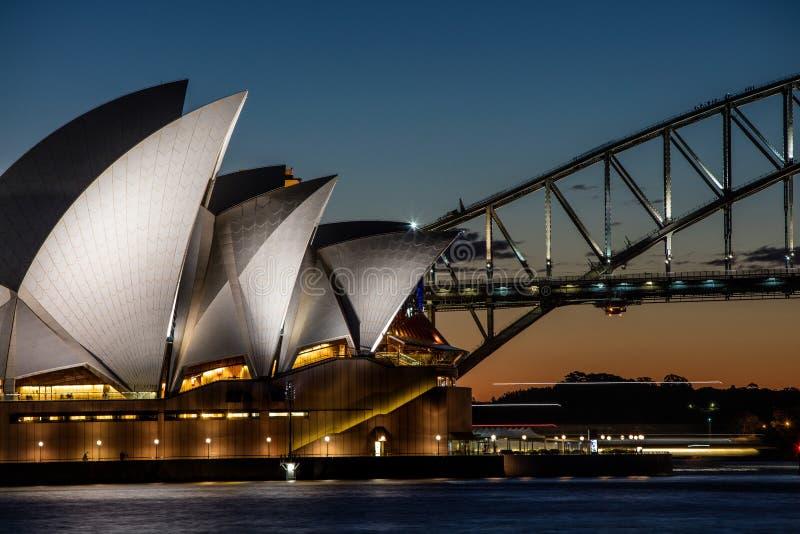 Сидней 13-ое августа 2016 - оперный театр на сумраке, Сидней Aus Сиднея стоковые фотографии rf
