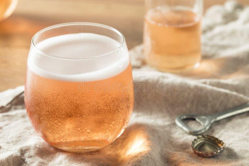 Сидр алкоголички сверкная розовый стоковые изображения