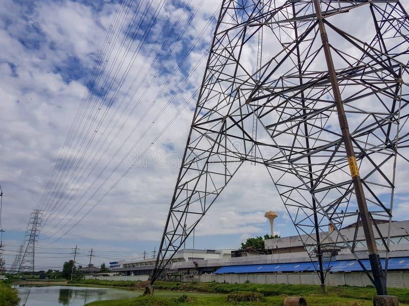 Сила высокого напряжения электричества стоковое фото