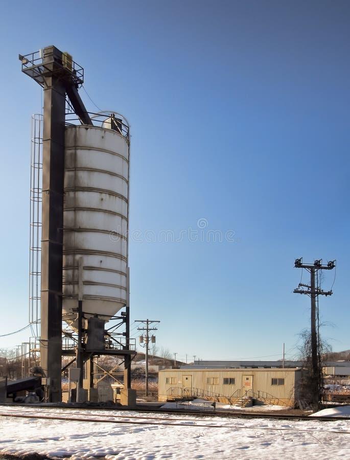 Силосохранилище и железнодорожные пути лифта стоковые фотографии rf