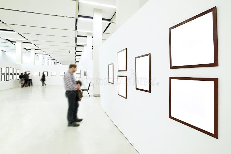 силуэты людей музея стоковое изображение