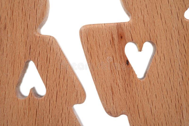 Силуэты человека, женщины и сердца отрезали вне внутри форм на белой предпосылке влюбленность пар счастливая Мужчина и женщина, о стоковые фото