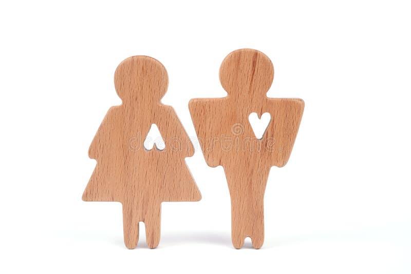 Силуэты человека, женщины и сердца отрезали вне внутри форм на белой предпосылке влюбленность пар счастливая Мужчина и женщина, о стоковые фотографии rf