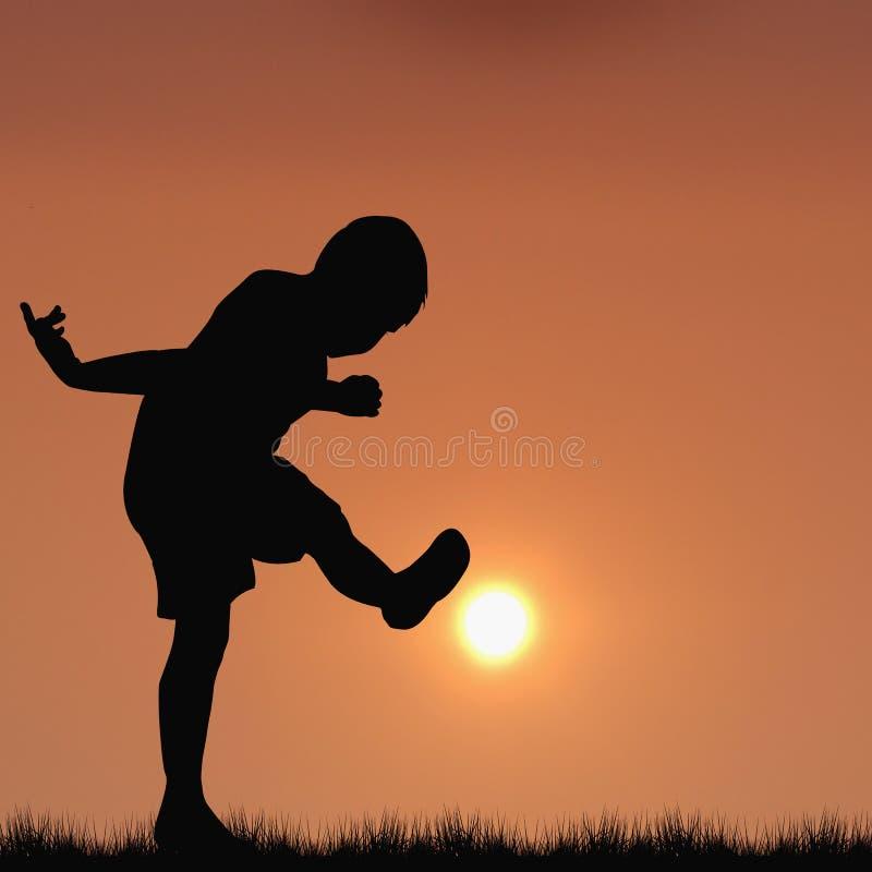 Силуэт мальчика играя футбол с солнцем стоковые изображения