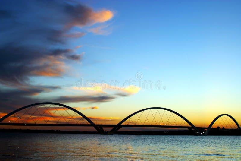 Силуэт моста JK на заходе солнца Brasilia Бразилии стоковое фото rf