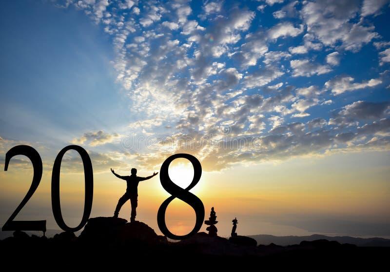 силуэт 2018 на заходе солнца стоковые изображения rf