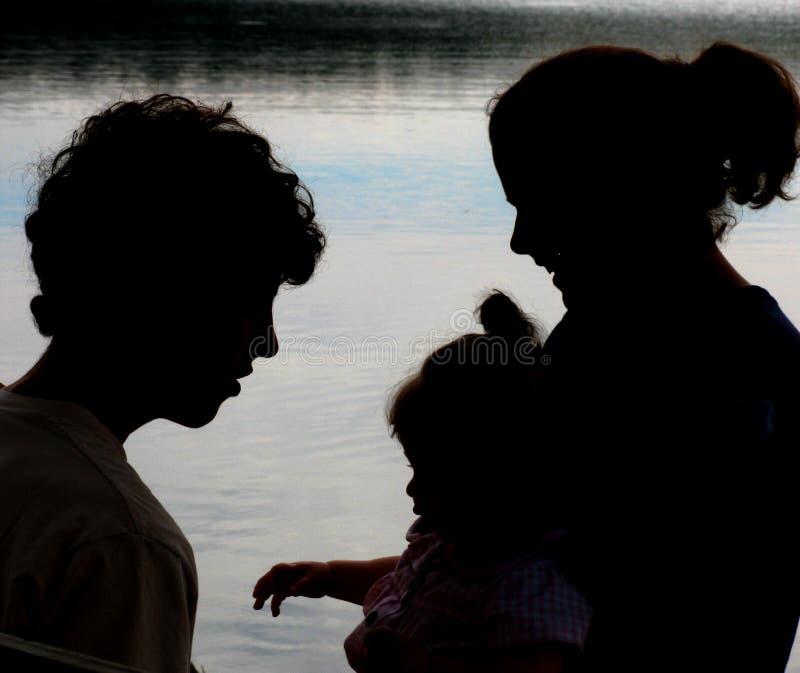силуэт семьи стоковое изображение rf