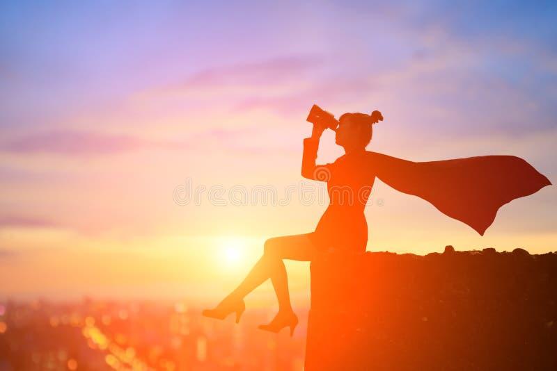 Силуэт супер бизнес-леди стоковые фото