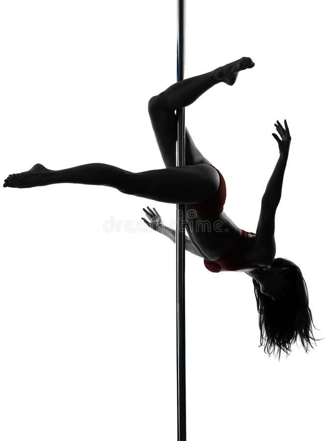 Силуэт танцора полюса женщины стоковые фото