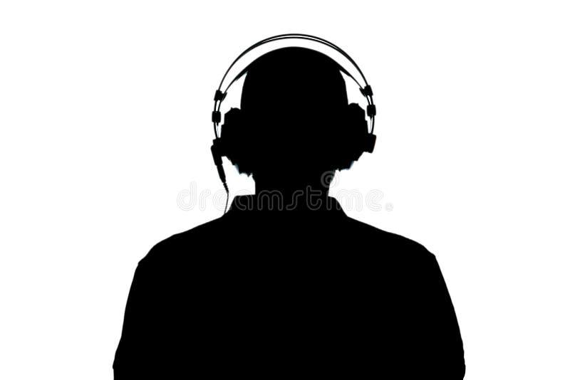 Силуэт человека с наушником изолированным на белой предпосылке с путем клиппирования и космосе экземпляра для вашего текста стоковое фото