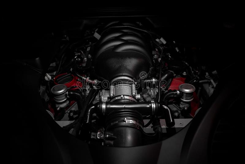 Сильный мотор v8 быстрого итальянского автомобиля стоковая фотография rf