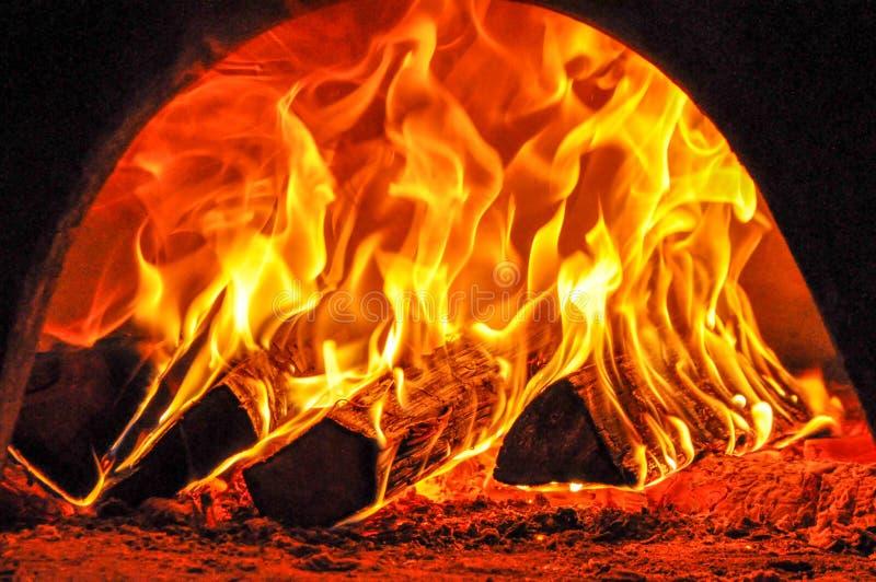 Сильный огонь в печи стоковая фотография