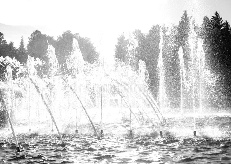 Сильный поток воды фонтана стоковая фотография rf