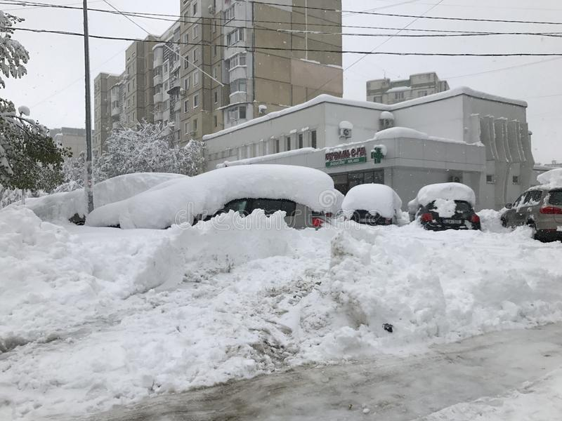 Сильный снегопад ударяет Кишинев в середине весны стоковая фотография rf