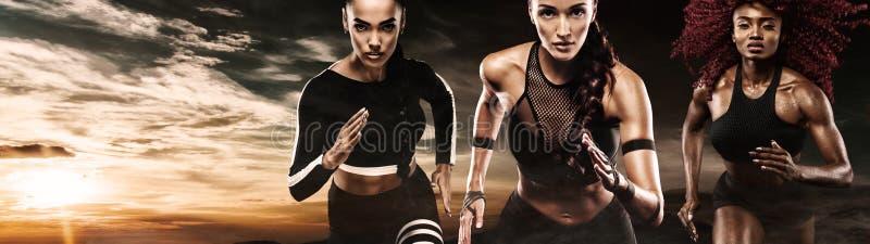 Сильный спринтер атлетических, женщин, бежать внешний носить в мотивировке sportswear, фитнеса и спорта бегунок стоковая фотография rf