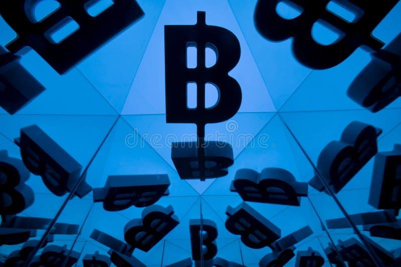 Символ валюты Bitcoin с много отражая изображений себя бесплатная иллюстрация