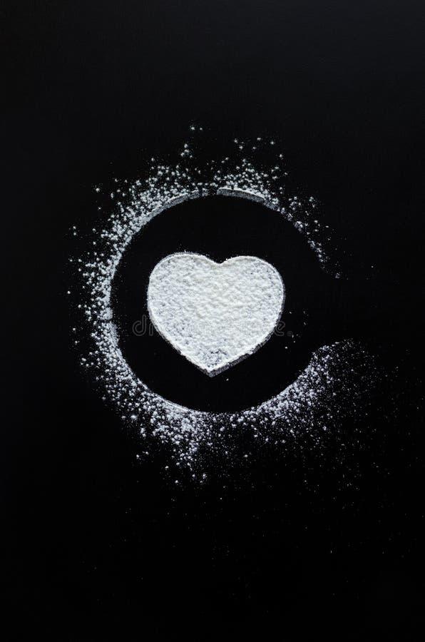 Символ влюбленности сердца на классн классном стоковая фотография