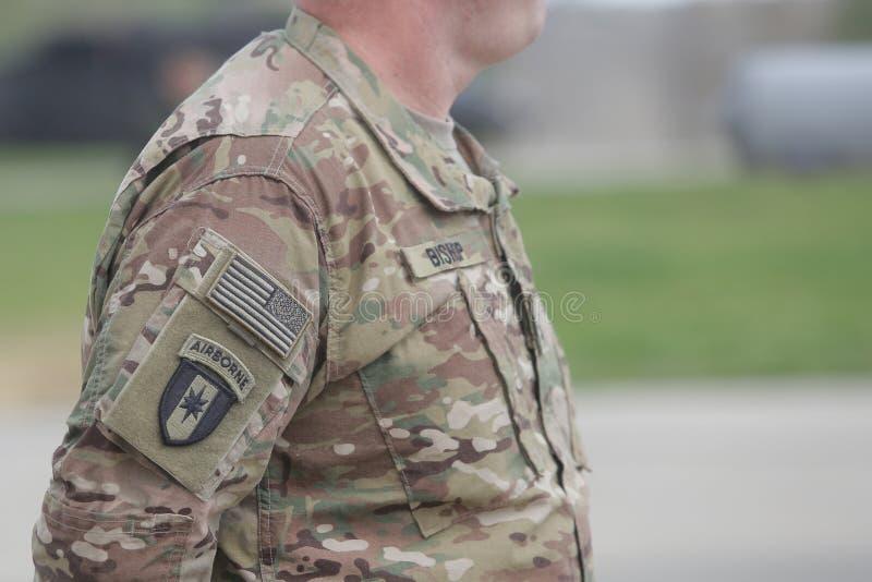 Символ военновоздушной силы США на форме солдата США стоковая фотография rf