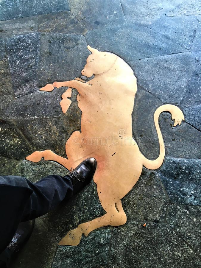 Символ удачи в городе Турина, Италии Bull и эмблема стоковая фотография