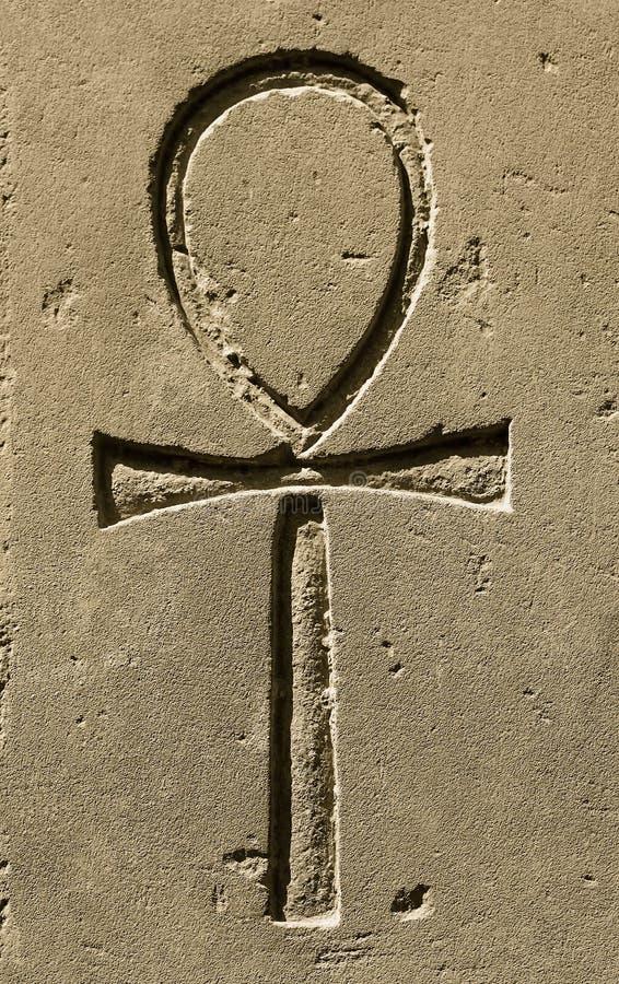 Символ Ankh древнего египета высекаенное на камне стоковая фотография rf