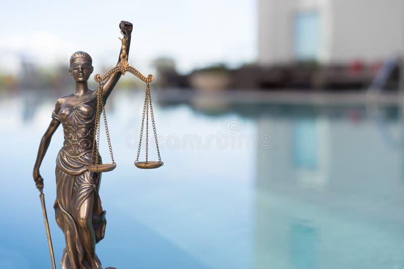 Символ весов правосудия - законное изображение концепции закона стоковое изображение rf