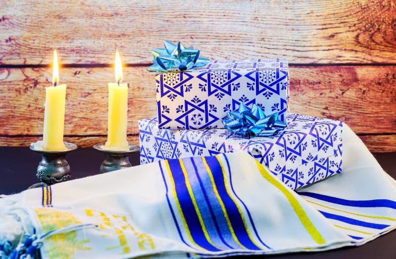 Символ еврейского рожка шали Tallit и шофара молитве Саббата праздника еврейский религиозный стоковое фото rf
