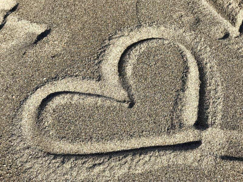 Символ сердца на пляже в Malibu стоковая фотография