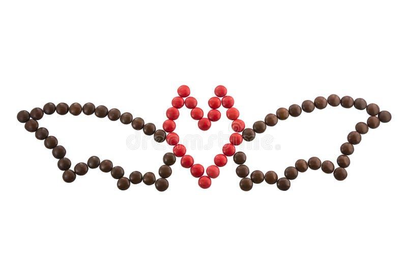 Символ хеллоуин - летучая мышь из круглых изолированных конфет стоковая фотография rf