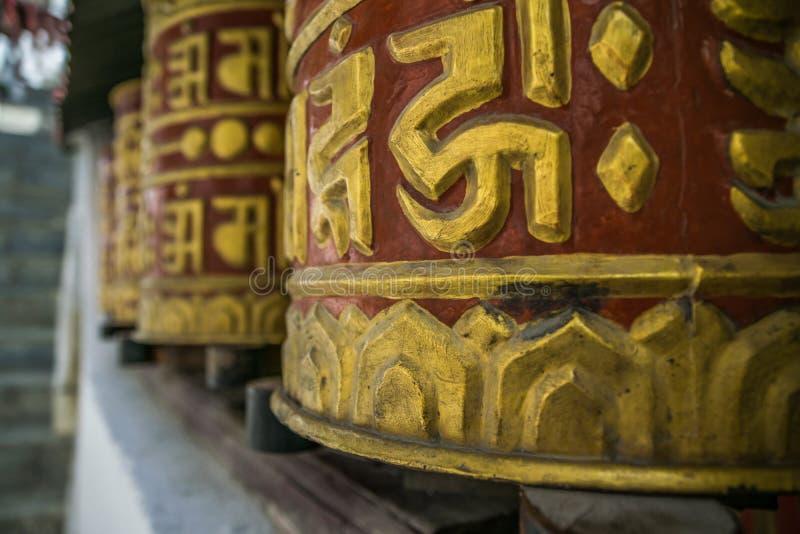 Символы буддистов в Непале, следе Annapurna стоковые изображения