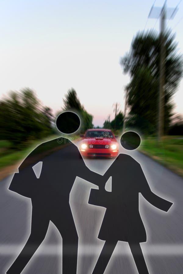 Символы скрещивания перед причаливая высокоскоростной машиной стоковое фото