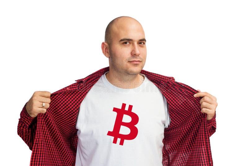 Символ Bitcoin на рубашке стоковое изображение rf