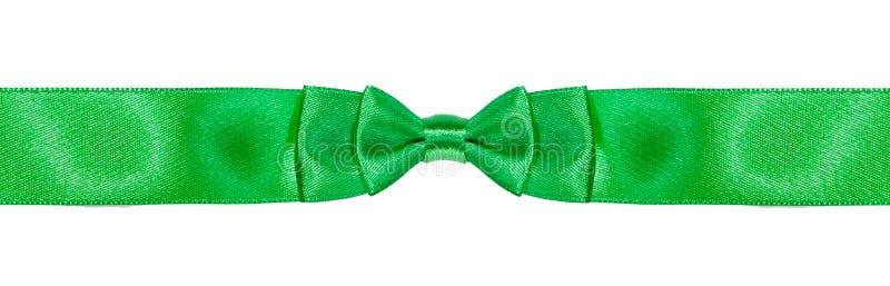 Симметричный двойной смычк-узел на узкой зеленой ленте стоковое изображение