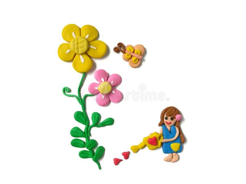Симпатичная девушка моча дерево, глину пластилина цветка цветеня, doigh бабочки стоковые фотографии rf