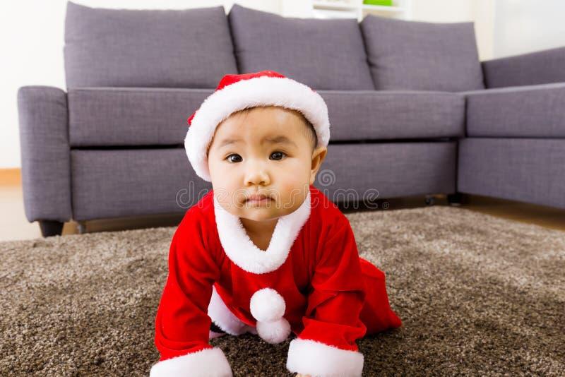 Симпатичная девушка с шлихтой рождества стоковые изображения rf