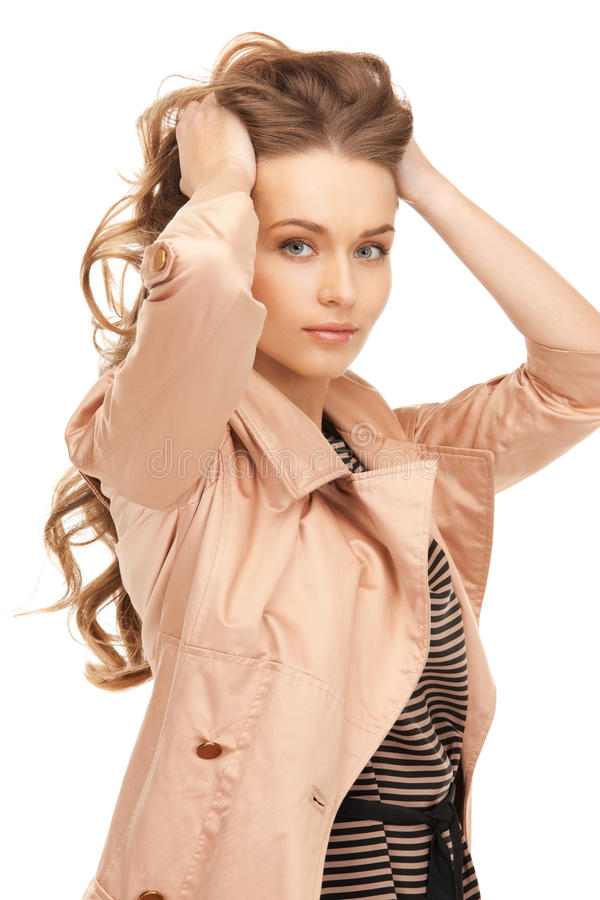 Симпатичная женщина в пальто стоковое изображение