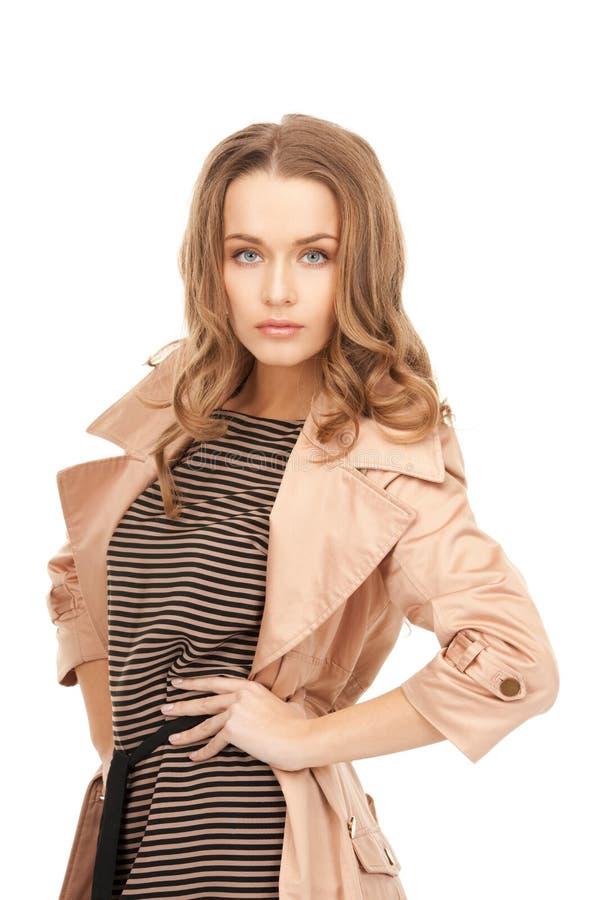 Симпатичная женщина в пальто стоковая фотография rf