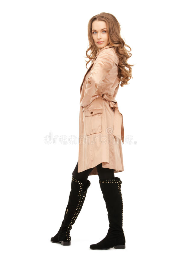 Симпатичная женщина в пальто стоковые изображения rf