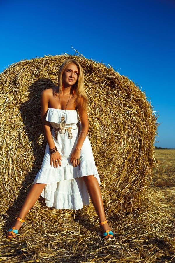 такое фото идеи для фото возле стогов сена можете приобрести изделия