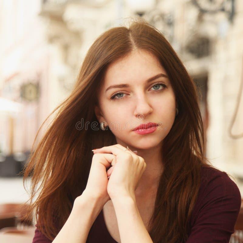симпатичная женщина портрета стоковое изображение