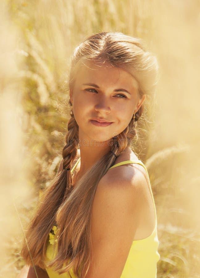 симпатичная женщина портрета стоковое изображение rf