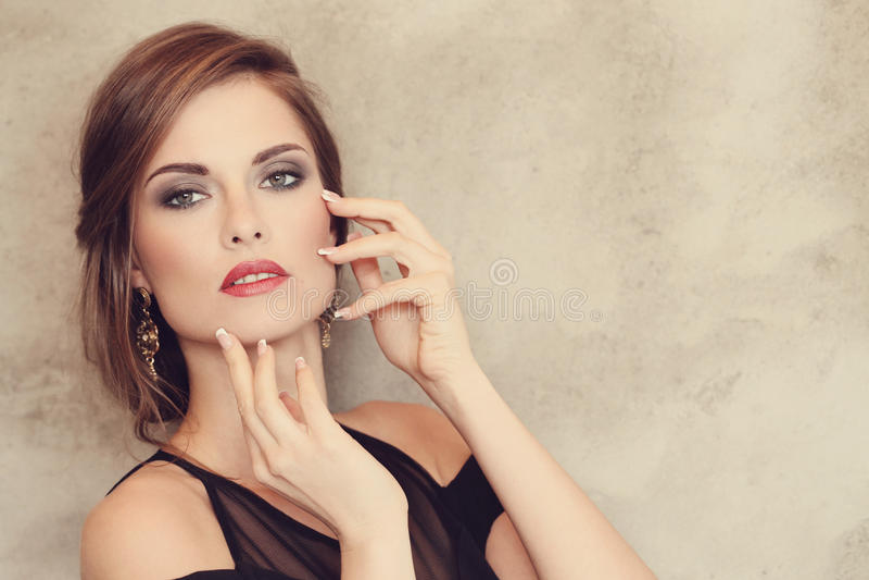симпатичная женщина стоковая фотография rf
