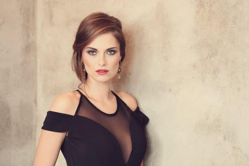 симпатичная женщина стоковое изображение