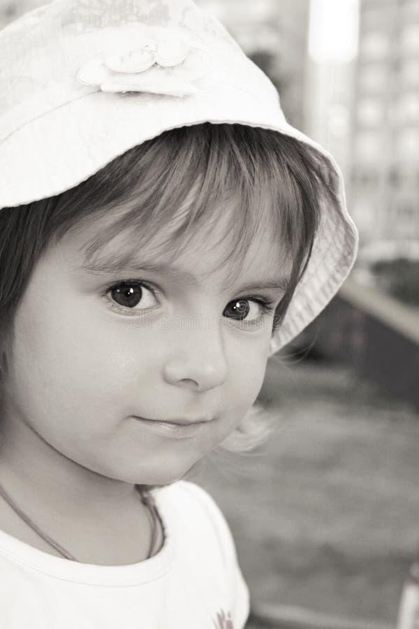 Симпатичная маленькая девочка стоковая фотография rf
