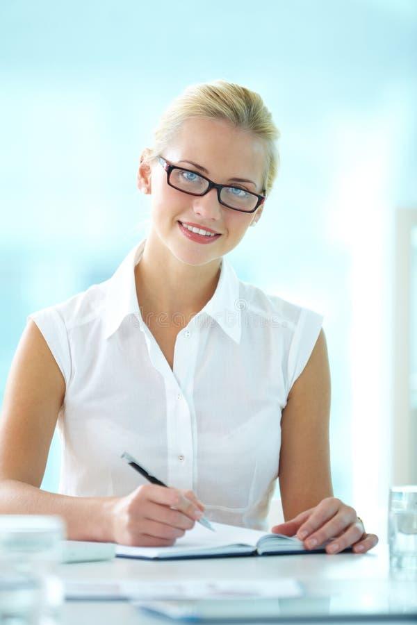симпатичная секретарша стоковые изображения rf