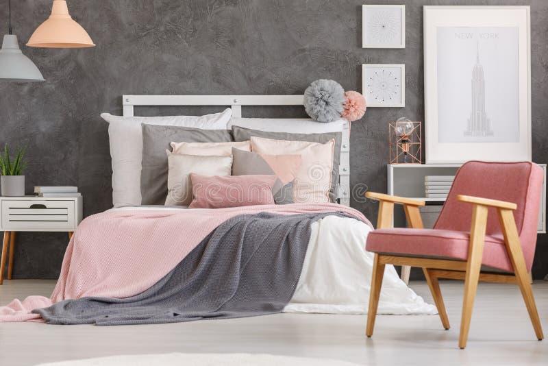 Симпатичная спальня девушек стоковая фотография